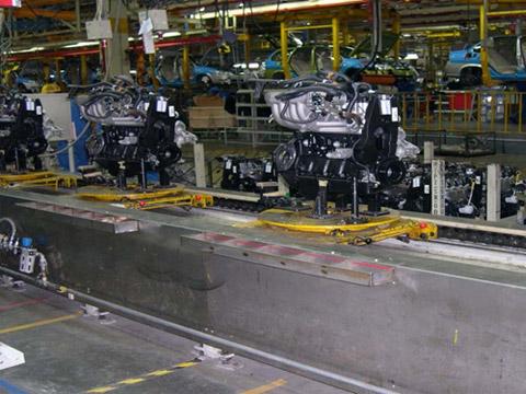 汽车厂发动机装配线